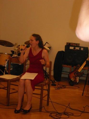 Claudia singen sitzen
